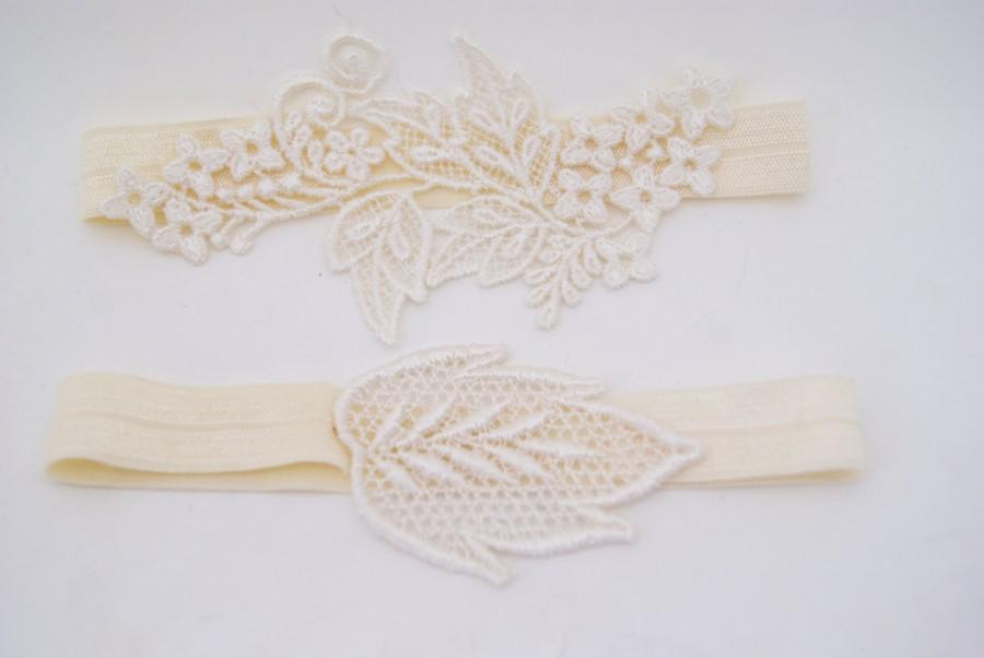 Hochzeit - garter set , wedding garter set, bridal garter set of venice lace appliques