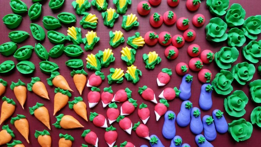 Mariage - Mini royal icing garden veggies -- Edible cake decorations cupcake toppers (28 pieces)