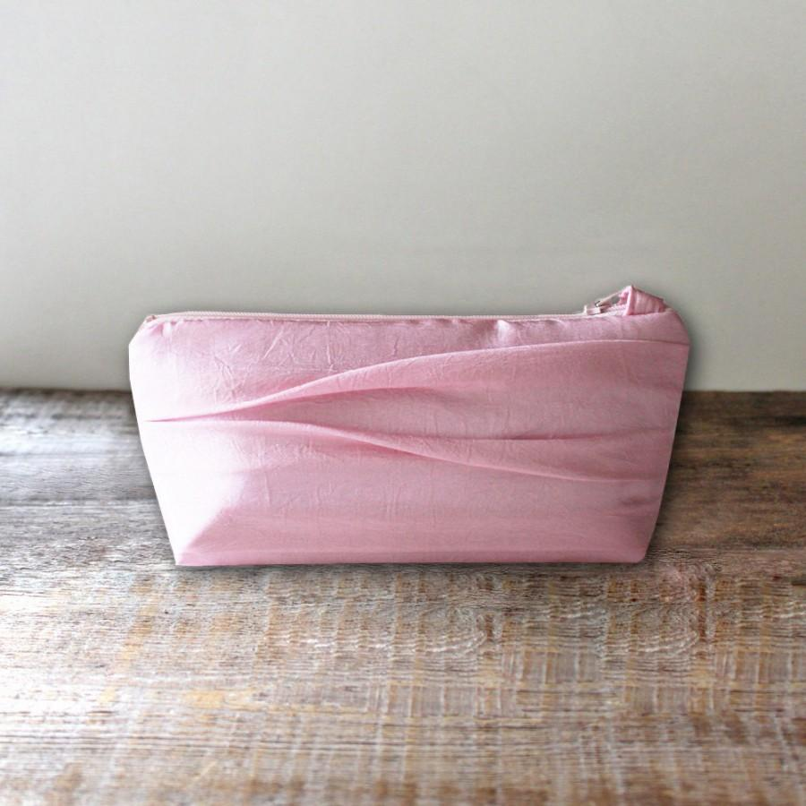 Свадьба - Flat Bottomed Pink Bridesmaid Clutch- 32 More Colors