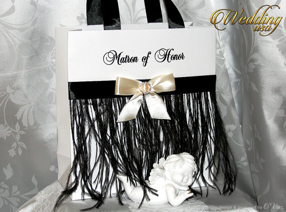 Boda - Elegant Black and White Bride's Gift bags - Bachelorette bags - Bridal Party Gift Bag with name - Bridal Shower gifts - Wedding Hotel bags