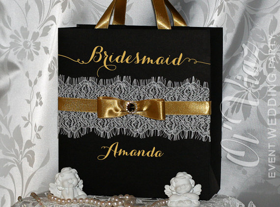 Mariage - Luxury Personalized Bags Bridesmaid Gift Bags with ribbone, lace and tag - Gold & Black Custom Bridesmaid Bachelorette bags Bridal favors