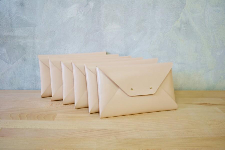 Wedding - Set of nude bridesmaids leather clutches / Nude envelope clutch bag / Leather bag / Genuine leather / Bridal clutch / Bridesmaid gift