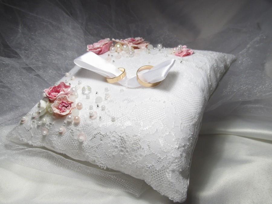 Hochzeit - Ring Bearer Pillow Lace Wedding ring bearer pillow White Wedding ring cushion Rose petals Ring pillow bearer For wedding rings Mr and Mrs