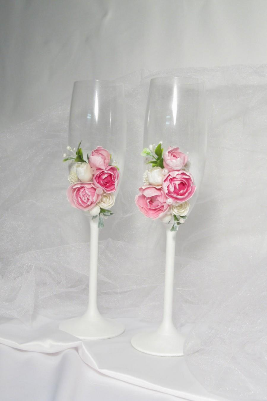 Hochzeit - Wedding flutes Glasses with pink roses Toasting champagne glasses Mr and Mrs wedding glasses Engagement flutes Pink toasting glasses