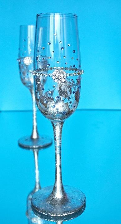 Свадьба - Wedding glasses Silver wedding champagne flutes Personalized wedding flutes Bride and groom flutes Engagement glasses with blue rhinestone