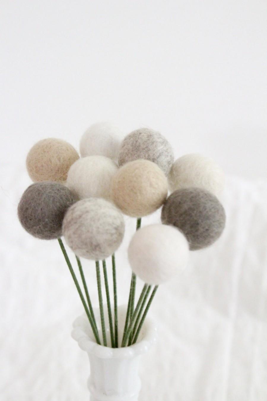 Свадьба - Farmhouse Felt Pom Pom Flowers- Billy Ball Flowers- Ivory Cream Gray- Bridesmaid bouquet- Flower bouquet- neutral wool pom poms- gray ivory