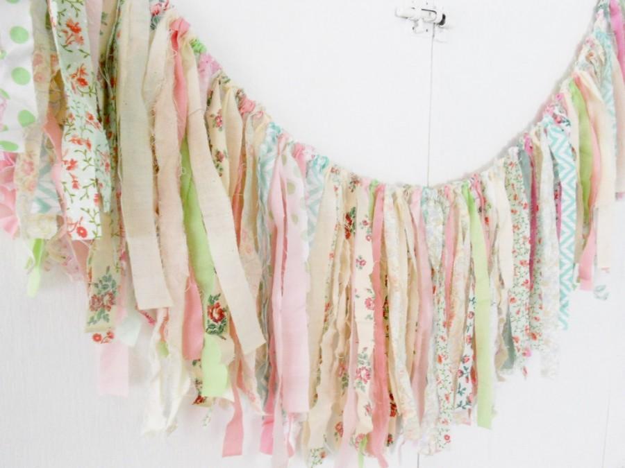 Mariage - Rag Tie Garland, Rag Fringe, Fabric Garland, Birthday, Nursery, Shower, Tea Party, Shabby Chic Garland Farmhouse Wedding Photo Prop