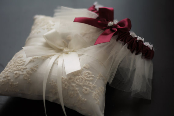 Mariage - Burgundy Bearer Pillow, Red Bridal Garter, Lace Ivory Bearer, Lace Wedding Pillow, Burgundy Garters, Ivory Wedding Bearer, Pillow Garter Set