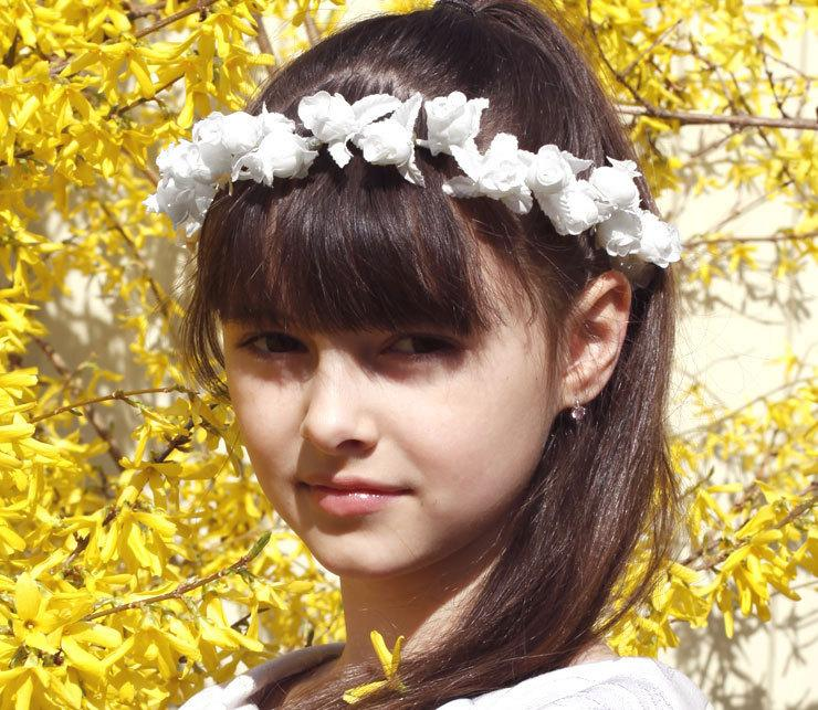 Mariage - Flower Girl Crown, Flower Girl Hair Wreath, White Weddings, Baby Flower Crown, Flower Girl Halo, Infant Headband, Girl Woodland Flower Crown