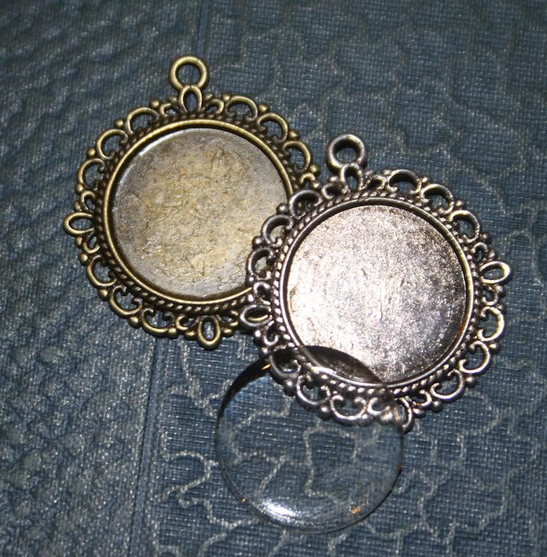 Mariage - 4  KITS DIY Wedding Bouquet Charms - Round Blank Pendant Frames with Glass cabochons  Silver or  Bronze (inside 20mm) Lead and Nickel Free