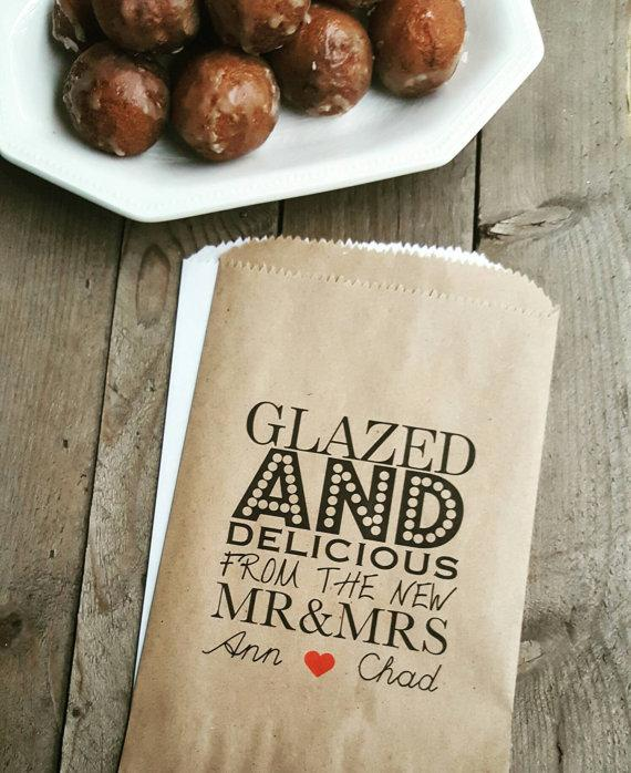Hochzeit - Wedding Favor Bags - Glazed and Delicious-Personalized Favor Bags/ Donut Favor Bags
