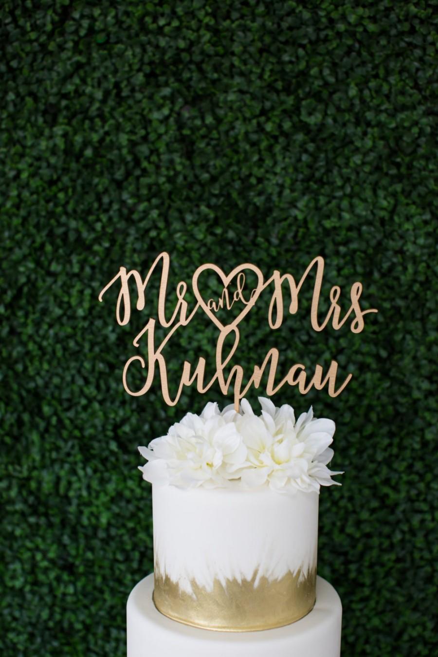Свадьба - Laser Cut Heart Mr and Mrs Wedding Cake Topper - (ONE) Personalized Wedding Cake Topper - Modern Cake Decoration Brush Lettering Gold Topper