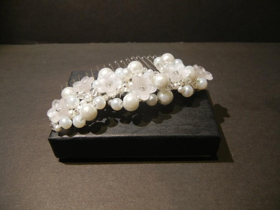Hochzeit - Medium Bridal Hair Comb. White Glass Pearls, Flowers and Faceted Crystals. Bridal Headpiece.