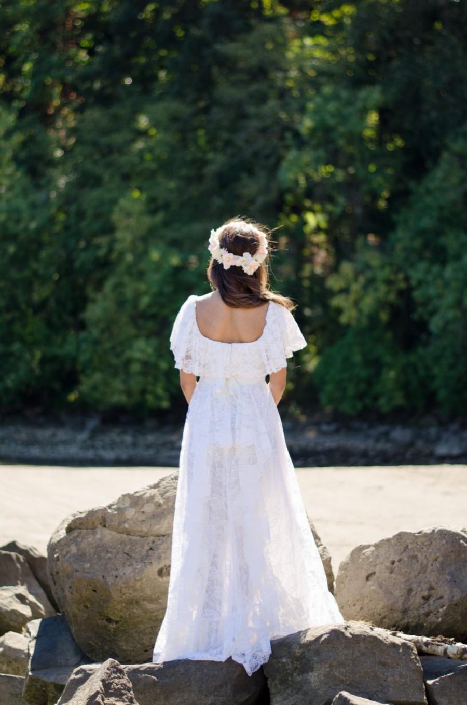 Mariage - White Lace, 70s Vintage, Boho, Wedding Dress // Off The Shoulder, 1970s Hippie, Retro Bride, Women's Size Small