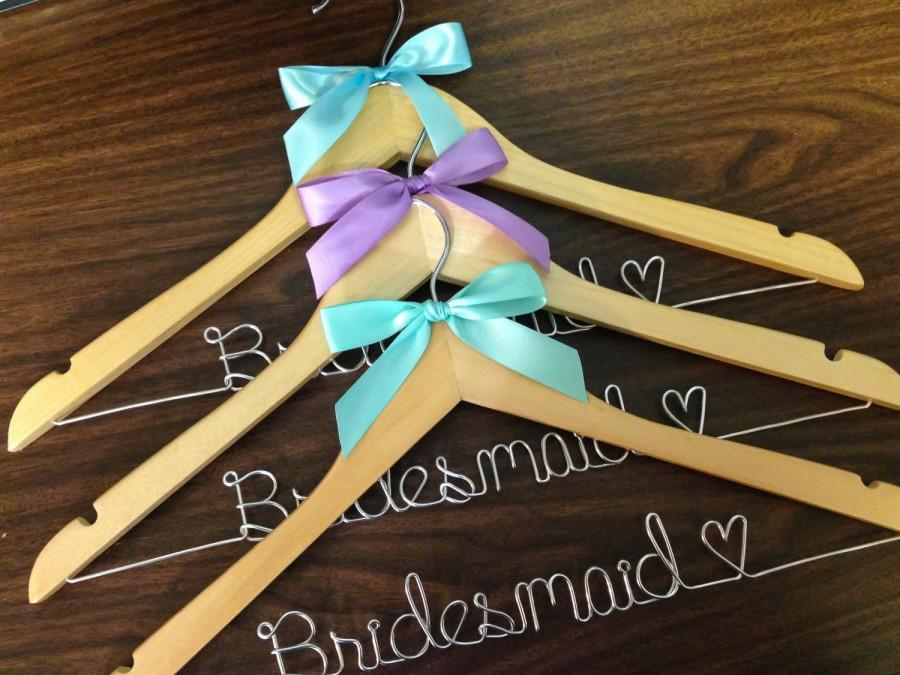Mariage - Priority shipping, Wedding hanger, wedding photos, bridal, Wire hanger with ribbon, name hanger, bridal hanger, bridesmaid hanger, hanger,