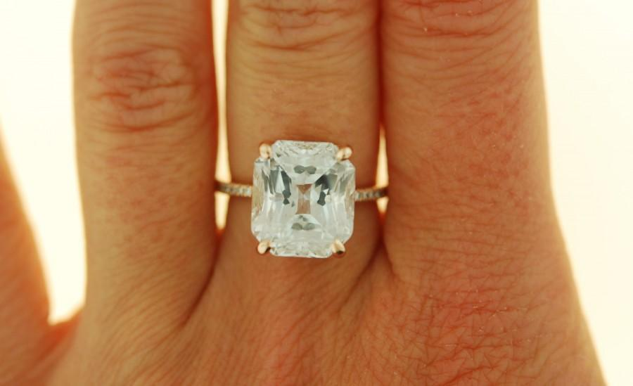 Mariage - One of a kind Emerald engagement ring.  Engagement ring. Celebrity engagement rings. 14k rose gold diamond ring 10ct white sapphire ring