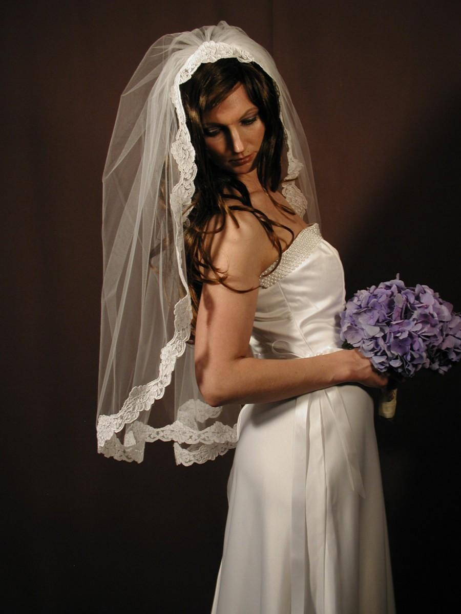 "Hochzeit - Manitlla veil veil - Past elbow length 34"" with Alencon lace."