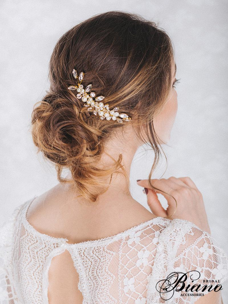 Hochzeit - Wedding Comb, Swarovski Comb, Pearl Comb, Bridal Flower Headpiece, Crystal wedding headpiece