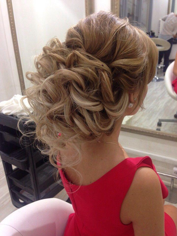 Hochzeit - This Bridal Updo Hairstyle Perfect For Any Wedding Venue