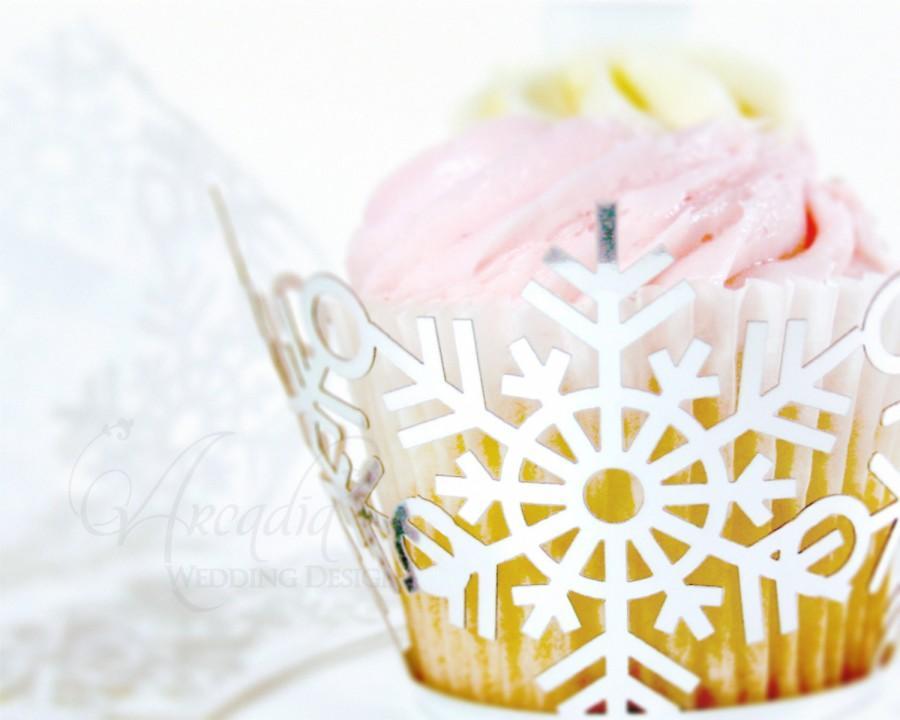 Свадьба - Winter Wedding Cupcake Wrapper 10 pcs, Snowflake Silhouette cup cake decor, Bridal shower dessert Decor, Party cake decor.