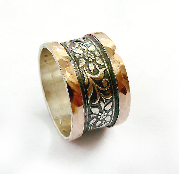Mariage - Wide silver wedding ring, gorgeous flower design, red gold sheets soldered on edges, flower and leaf pattern, spring wedding, Ilan Amir