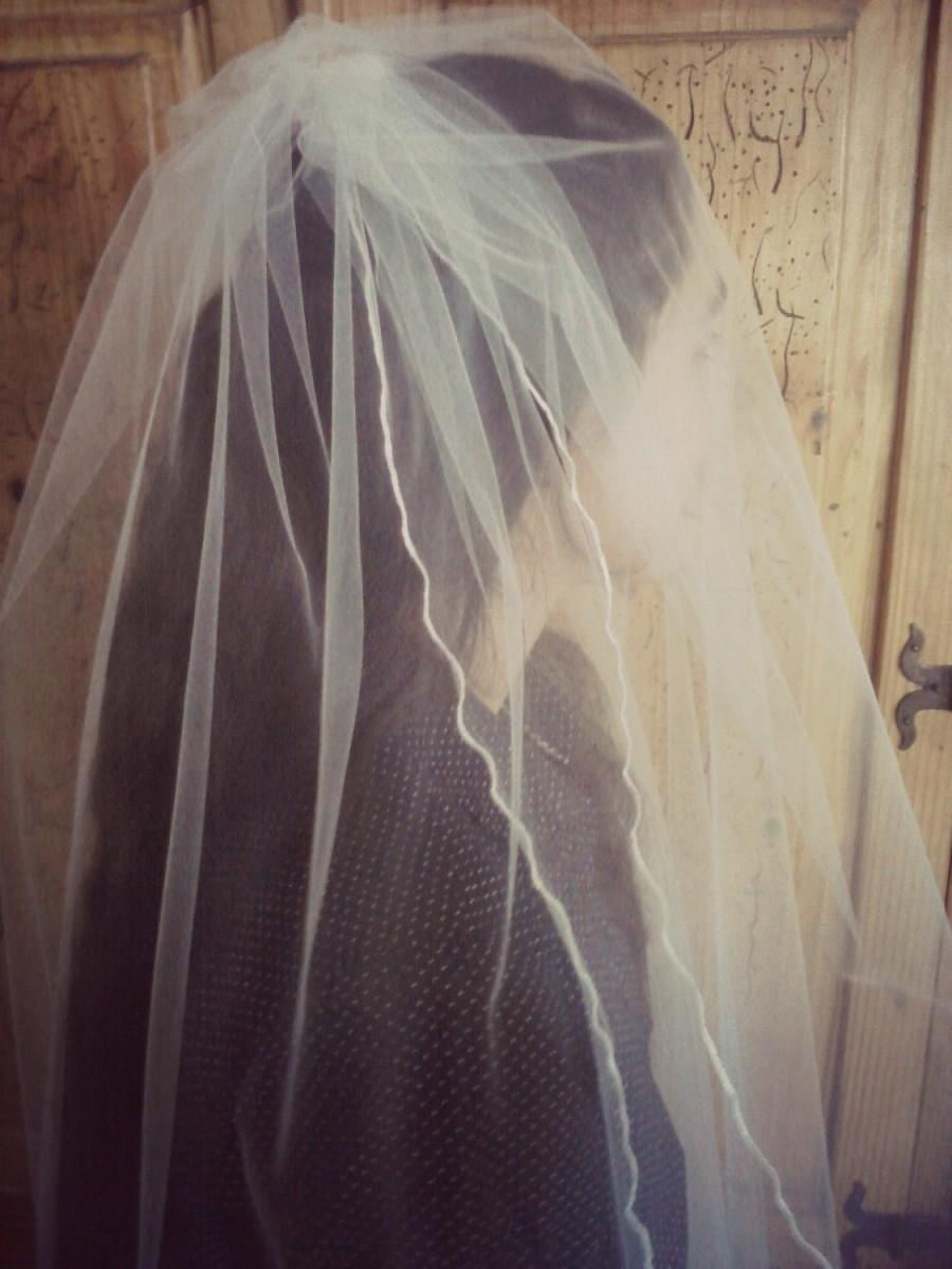 Mariage - Knee Length Veil White or Ivory Two Tier Veil, , Rolled Edge, Bridal Illusion Tulle, Two Layer Veil,  48 inches Long