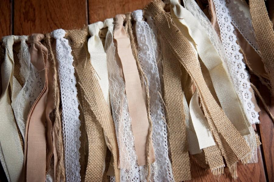 Mariage - LACE AND BURLAP Rag Tie Garland/Banner,Rustic Lace Garland,Burlap Garland,Wedding Decor,Bridal Shower Decor,Photo Prop,Shabbgy Chic,Country