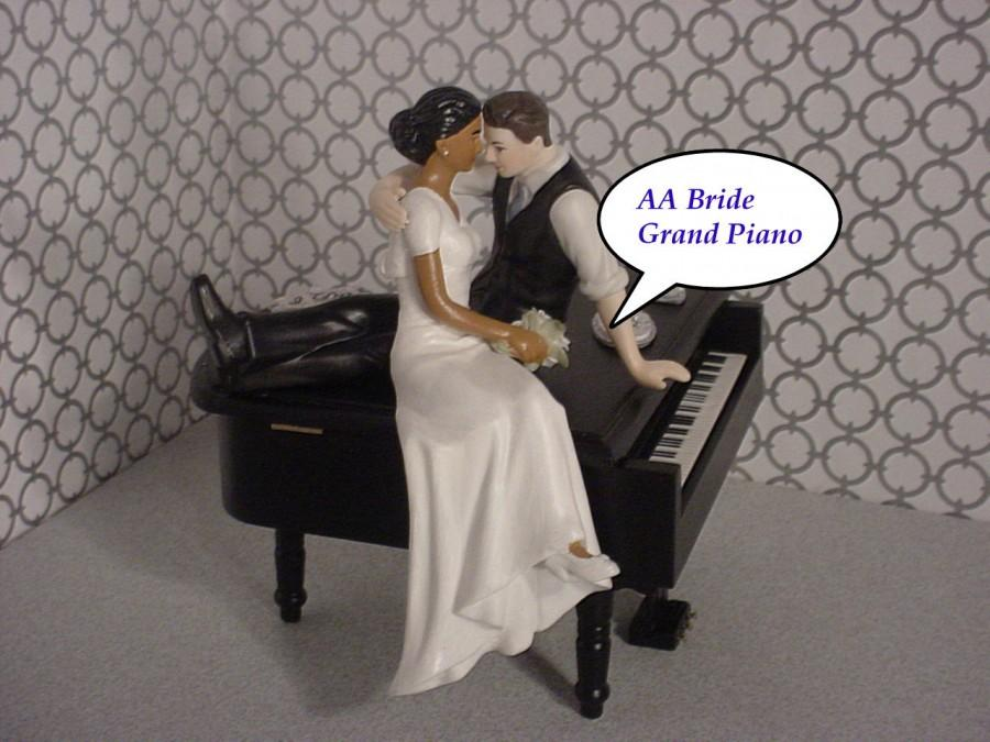 Mariage - Black Baby Grand Piano Music lover Mixed Couple Funny Love AA Bride Short Sleeve Dress Brown hair Groom Musical Wedding Cake Topper-Ethnic