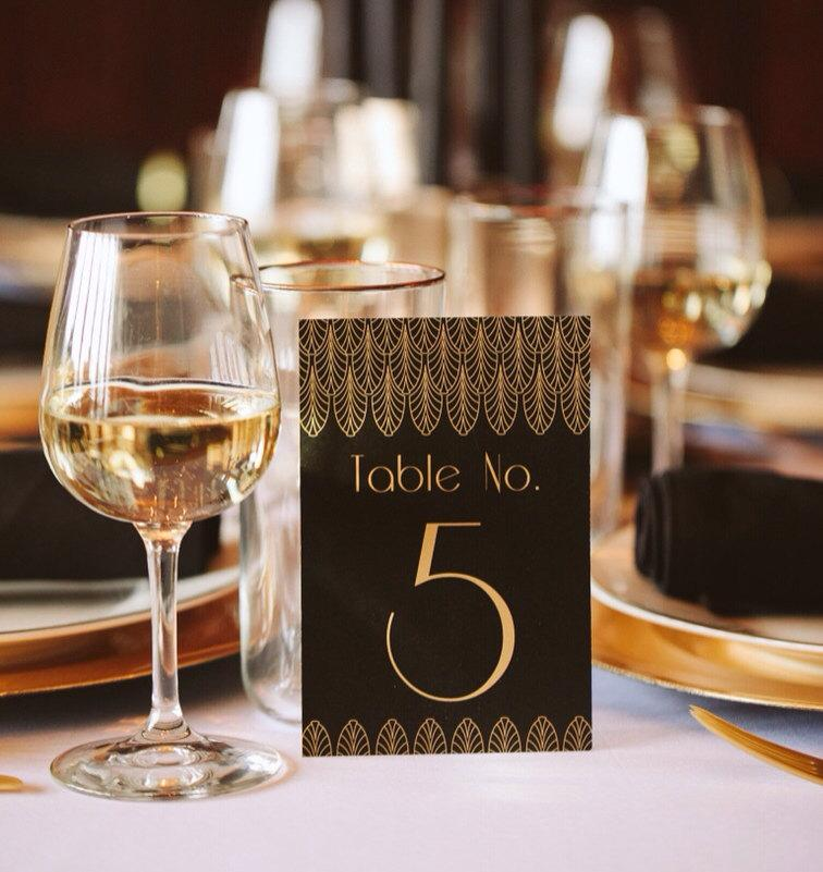 Свадьба - Great Gatsby Black and Gold Art Deco Table Numbers --- 1920's, Art Deco, Flapper, Jazz Age, Elegant, Glamour
