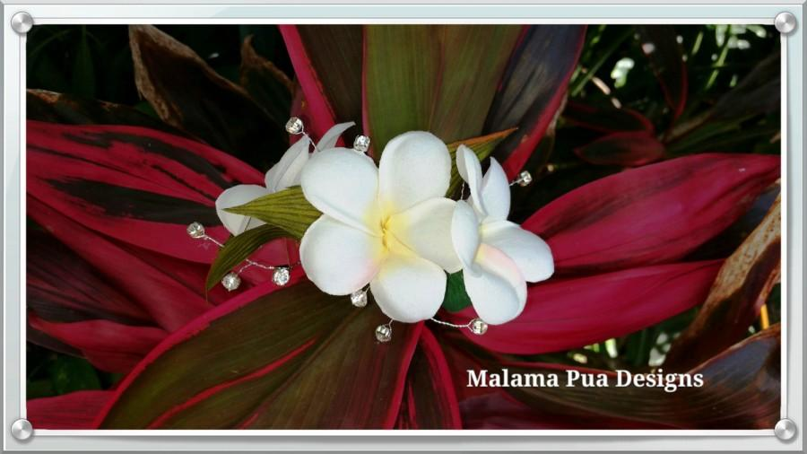 Hochzeit - TROPICAL HAIR CLIP -  Hawaiian Plumeria, Bridal, Silk Flower Clip, Beach Wedding, Flower Headpiece, Wedding Hair Accessory, Custom Hair Clip