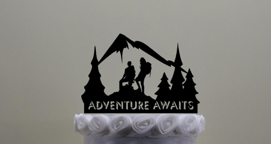 Свадьба - Hiking Couple Cake Topper, Contains a Male and Female Hiker With a Mountain Scene.  Can contain your name or phrase or phrase that is shown.