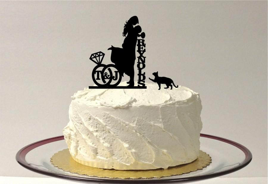 Свадьба - ADD YOUR CAT Personalized Wedding Cake Topper with Your Initials & Last Name Silhouette Cake Topper Bride + Groom + Pet Cat Monogram