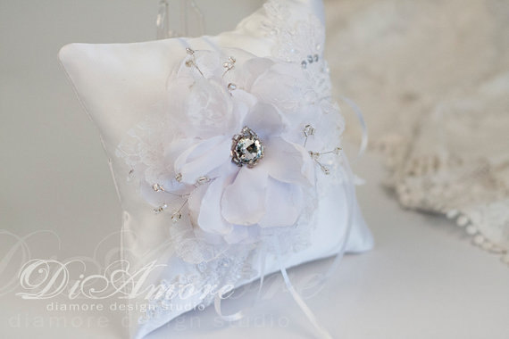 Boda - Pillow for rings Winter Wedding, Christmas, Snowflake, Frosty Wedding, White lace & handmade big flowers, Swarovski, pearls