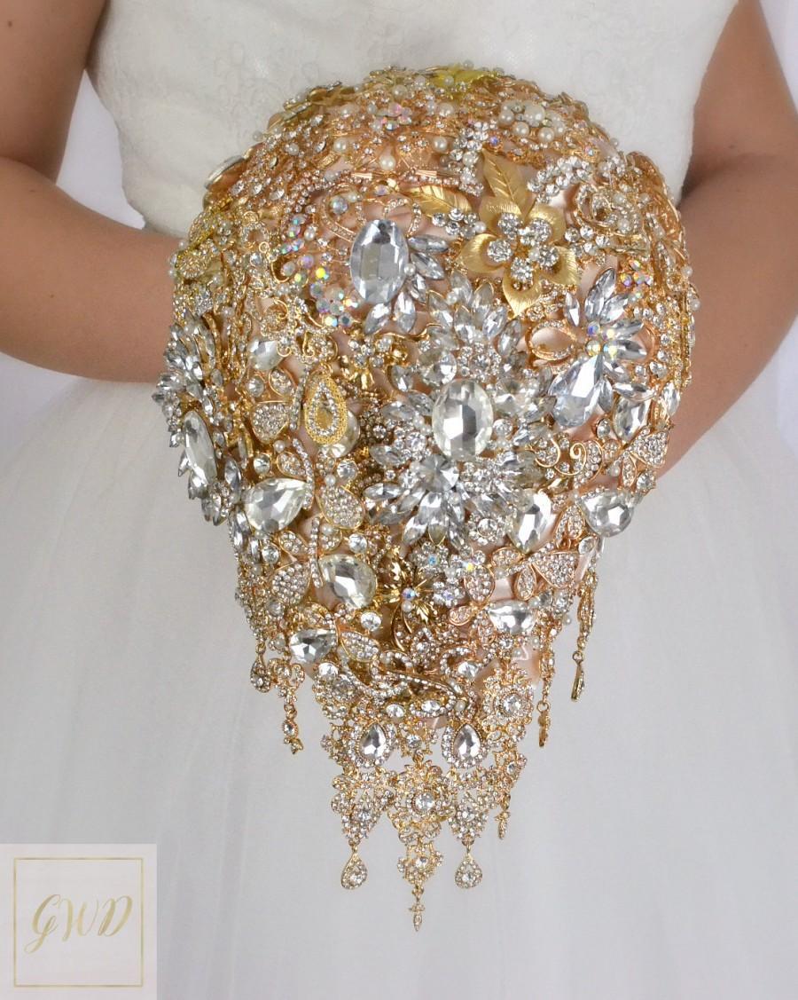 Свадьба - Cascading Wedding Bouquet Jewelry Bouquet Brooch Bouquet Crystal Bouquet Alternative Charm Bouquet Gold Bouquet Wedding Day Bridal Bouquet