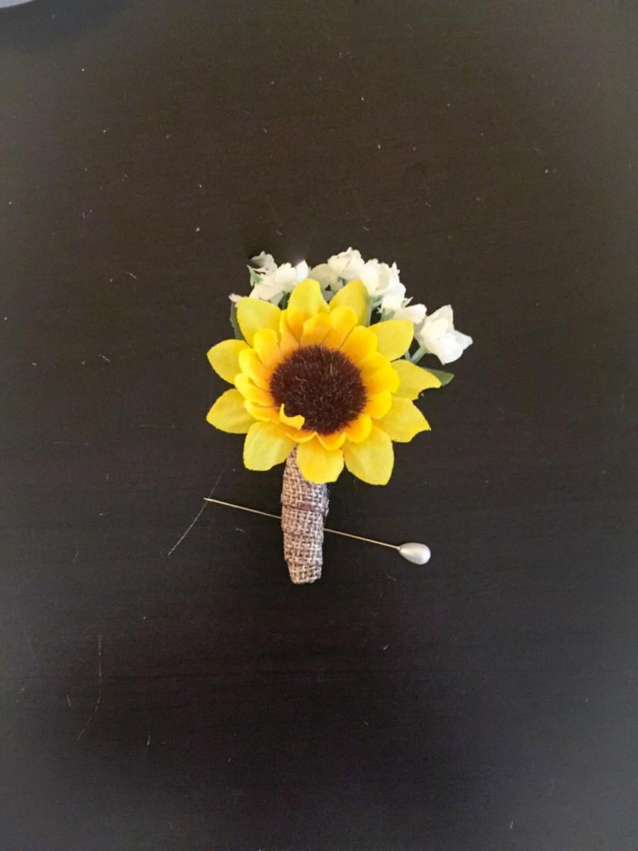 Hochzeit - Wedding boutonnière! Sunflower boutonnières, sunflower, babies breath, burlap, groom, groomsmen