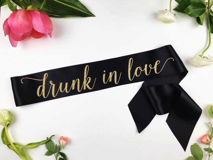 Mariage - Drunk in love Sash, Bride to Be Bachelorette Sash, Bridal Shower Bachelorette Party Accessory, Satin Bride Sash, Bride Gift, Bride Sash