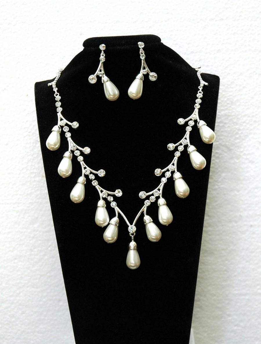 Mariage - Pearl Bridal Jewelry set FREE SHIPPING Wedding Necklace Rhinestone Pearl Necklace Jewelry Set, Silver Prom Necklace, Choker Necklace, Prom - $27.00 USD