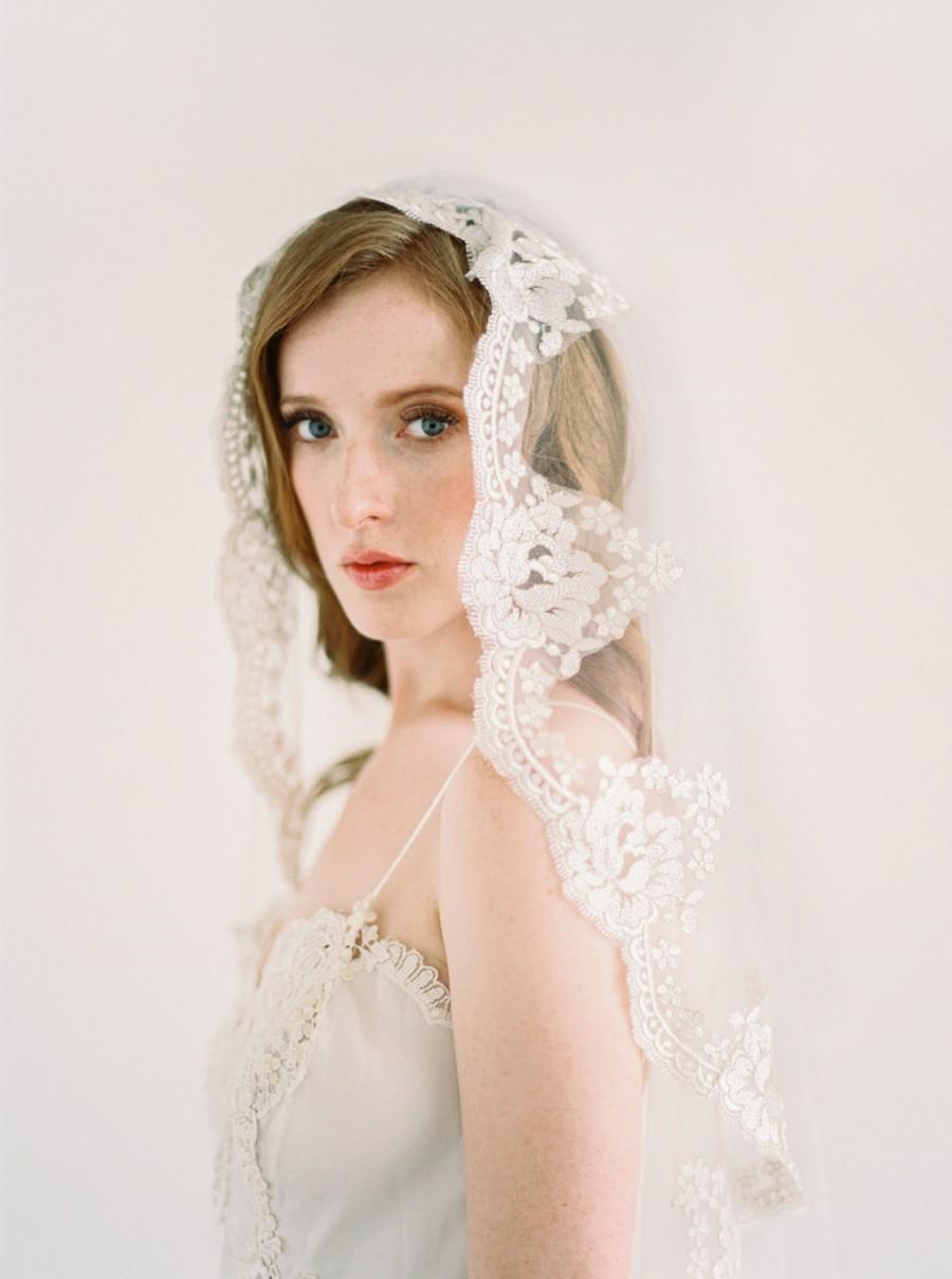 Mariage - Lace Mantilla Veil, Gold Lace Veil, Eyelash Lace Veil, Ivory Mantilla Veil, Bridal Veil, Cathedral Veil, Chapel Veil, Ivory veil