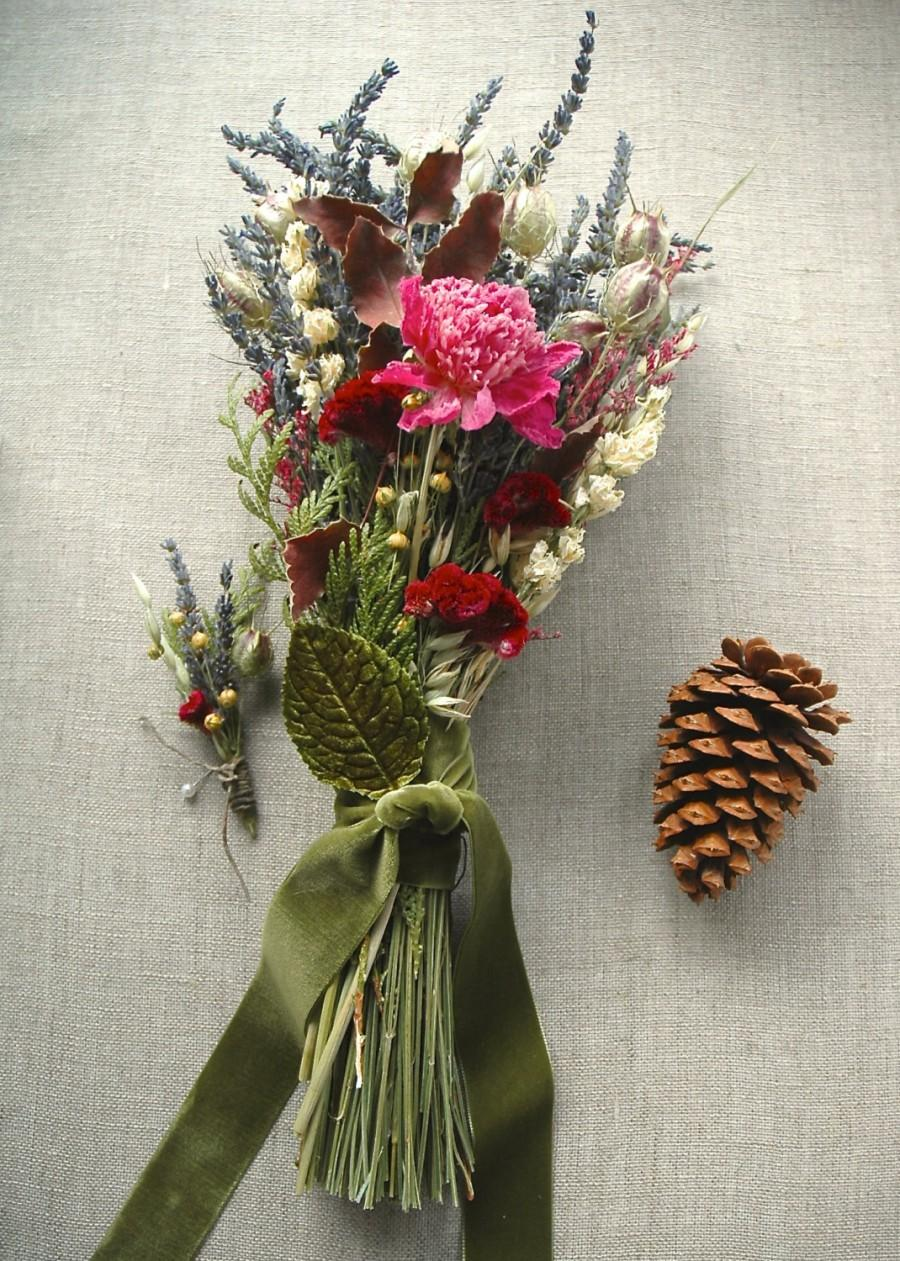 Mariage - Winter Wedding Cedar Forest Lavender Farm Natural Brides Wedding Bouquet and Grooms Boutonniere paulajeansgarden