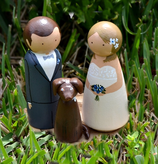 Mariage - Wooden Peg Doll Wedding Pet Cake Topper, Personalized Cake Topper Dog, Wood Cake Topper Handpainted, Rustic Wedding, Alternative Cake Topper