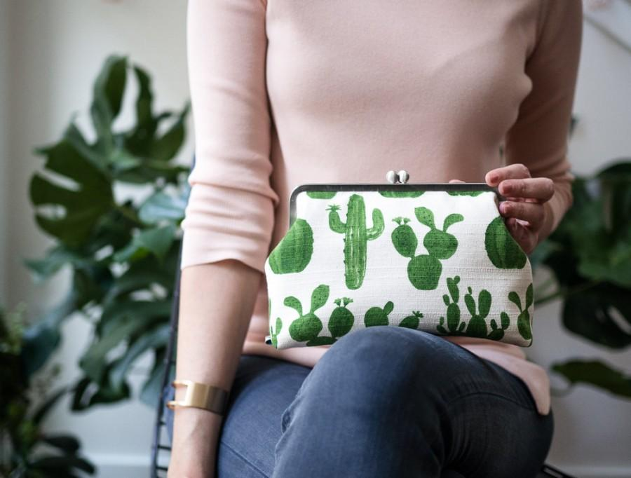 Mariage - Cactus Clutch Purse, Cacti, Toiletry Bag, Kisslock Metal Frame Purse, Minimalist Handbag, Succulent, White, Green , Floral, Gift for Her,