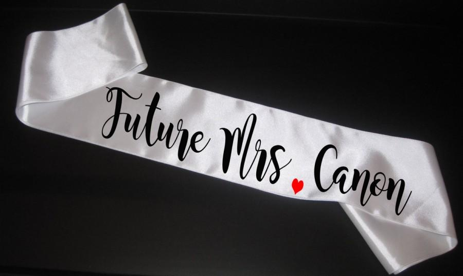 Mariage - bachelorette party sash, Future Mrs Sash, Bride Sash, Bride to be sash, bachelorette sash, Bachelorette Party, Personalized Sash, Weddings