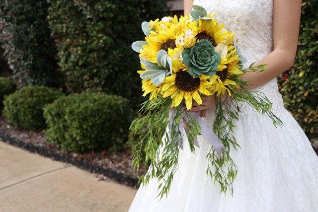 Hochzeit - Sunflower bridal bouquet! Sunflower, yellow, grey, white, wedding bouquet, bride bouquet