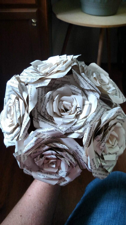 Mariage - Half Dozen Book Rose Bouquet