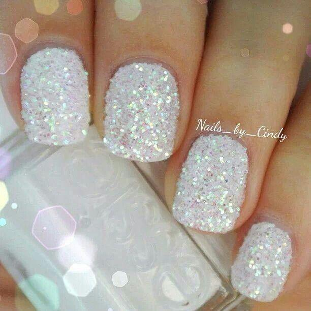 Hochzeit - 15 Holiday Nail Art Ideas From Pinterest