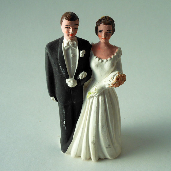 Mariage - Small Pfeil & Holding, Inc. Caucasian Brunette Bride and Groom in Black Tuxedo Chalkware Vintage Cake Topper