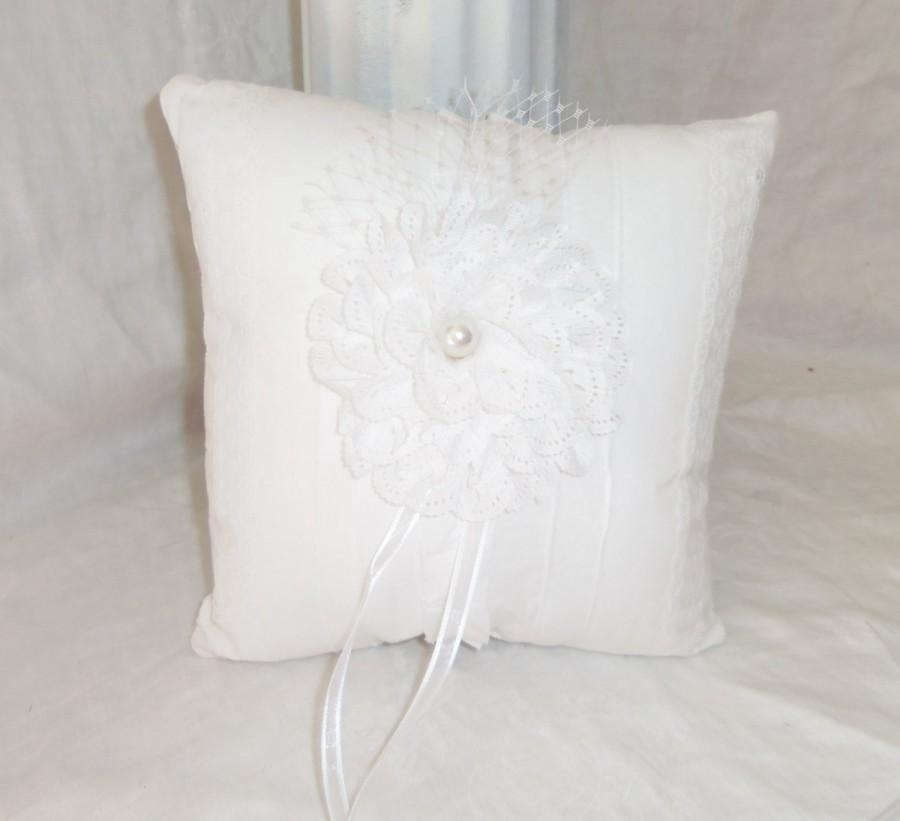 Свадьба - Ring Bearer Pillow- White Lace Pillow, Ring Bearer Cushion, Wedding Accessory
