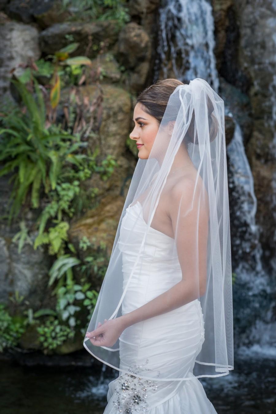 Hochzeit - Fingertip length veil with satin ribbon edge