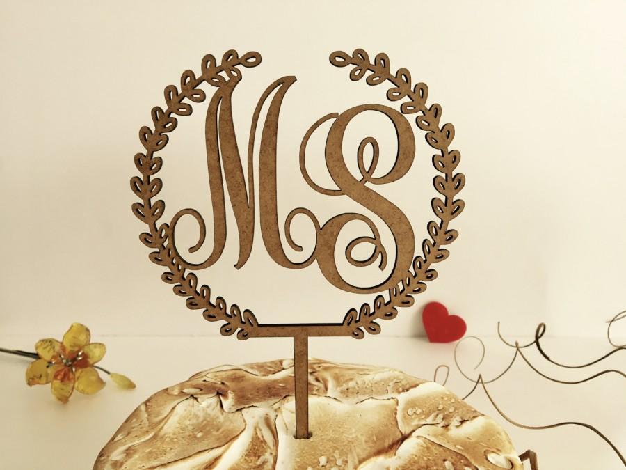 Hochzeit - Monogram cake toppers, Rustic wedding cake topper Wreath cake toppers, Initial wedding cake topper, Wood cake toppers, Initial with a laurel