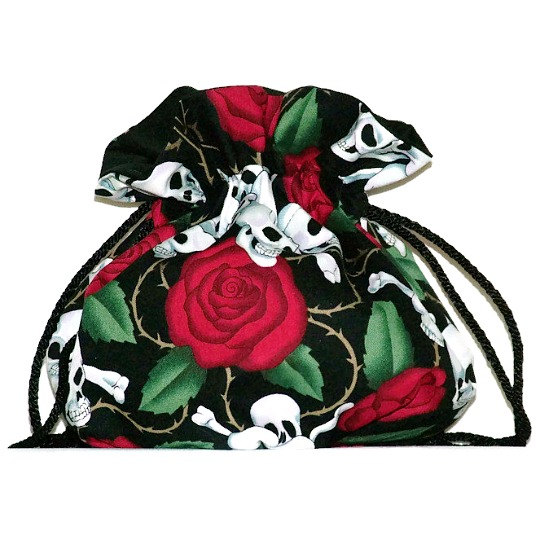 Свадьба - Bridal pouch, Skulls and roses, drawstring bag, wedding party, skull themed wedding, day of the dead, rock wedding, bridal accessories